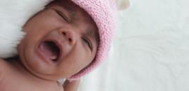 Mengukur Suhu Tubuh Bayi